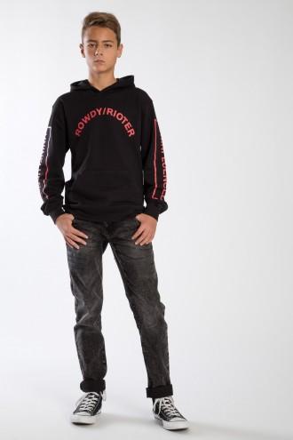 Czarne spodnie chłopięce z naszyciem