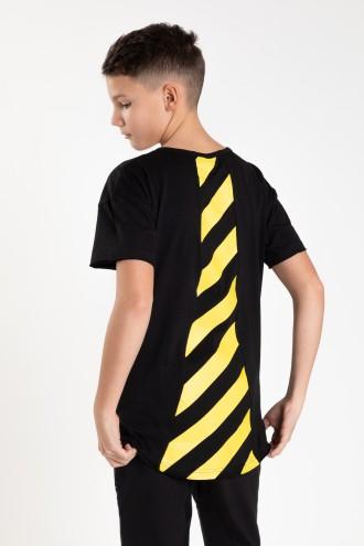 Czarny T-shirt z nadrukami na tyle dla chłopaka