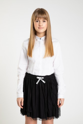 Klasyczna biała koszula dla dziewczyny