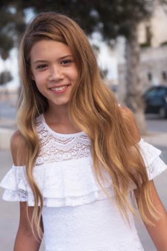 Biała sukienka cold shoulders z koronki