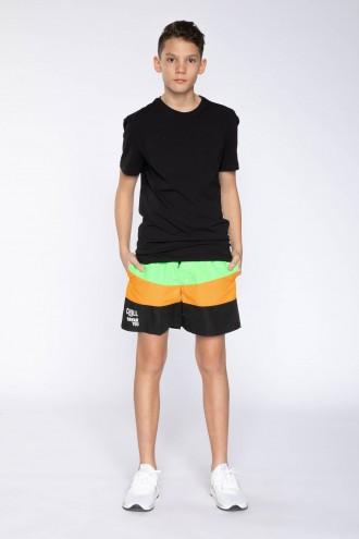 Trzykolorowe krótkie spodnie dla chłopaka