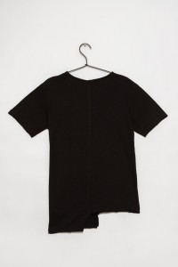 Czarny T-shirt z nieregularnym dołem dla chłopaka