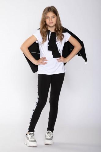 Czarne legginsy z białymi lampasami we wzory