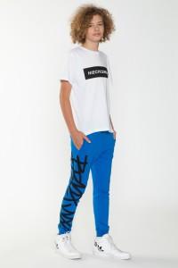 Niebieskie spodnie dresowe w nadruki dla chłopaka
