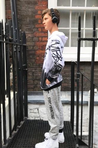 Szare spodnie dresowe z nadrukami dla chłopaka