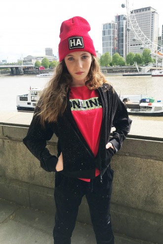 Czerwona czapka dla dziewczyny HA