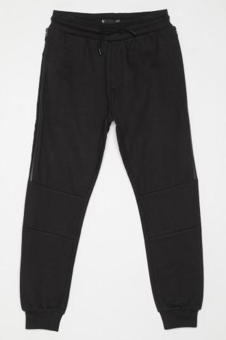 Czarne spodnie dresowe z przeszyciami na kolanach