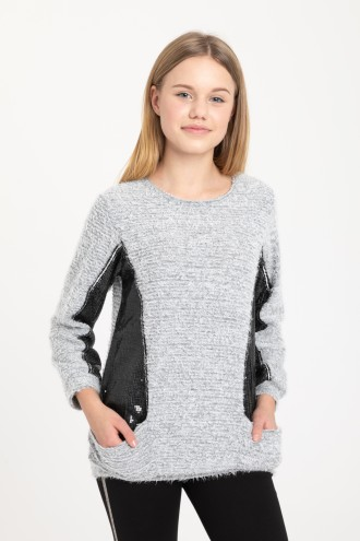Szary sweter z cekinowymi przeszyciami