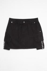 Czarna spódnica z ozdobnymi kieszeniami