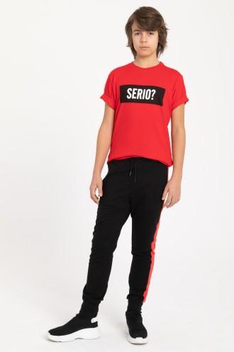 Spodnie dresowe z czerwonym lampasem dla chłopaka