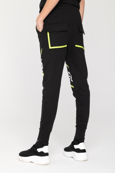 Spodnie dresowe z ozdobnymi nadrukami dla chłopaka