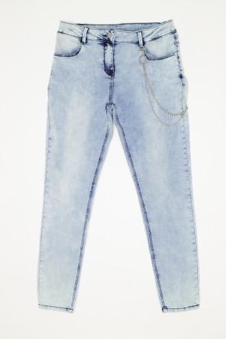 Jeansy z ozdobnym łańcuszkiem