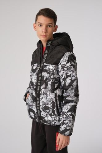Przejściowa kurtka w nadruki dla chłopaka