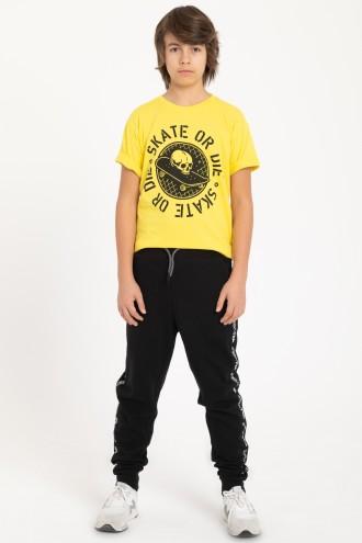 Czarne spodnie dresowe z lampasem dla chłopaka