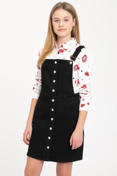 Czarna sukiena na szelkach, zapinana na guziki