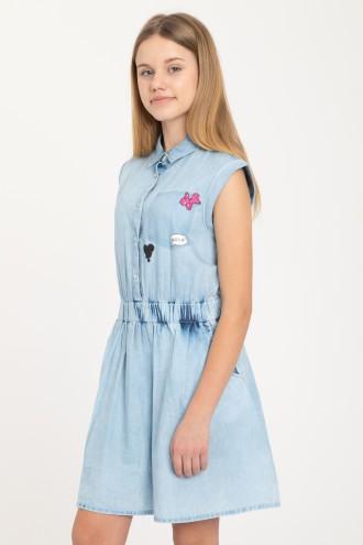 Jeansowa sukienka z kołnierzykiem i naszywkami